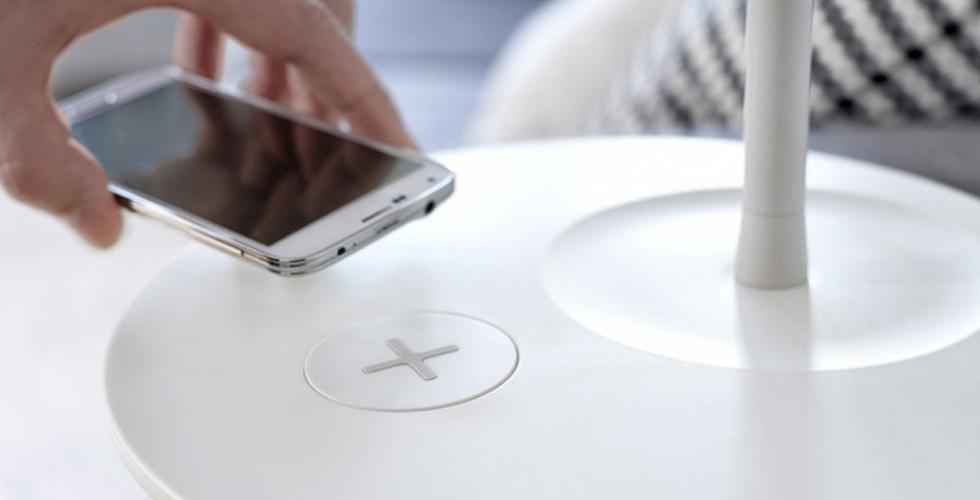 أكسسوارات IKEA تشحن الIphone 6 لاسلكيّاً