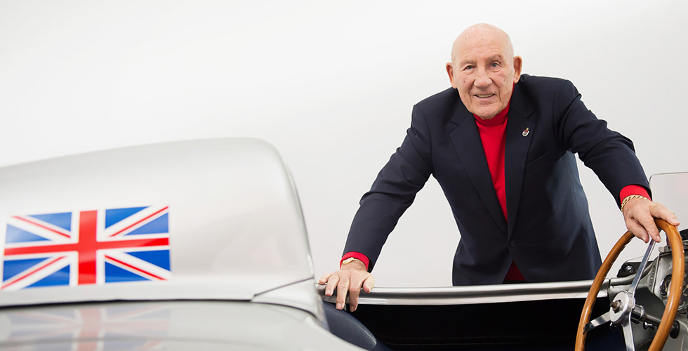 ستيرلينغ موس، اسطورة سباقات السيارات، يتكلّم
