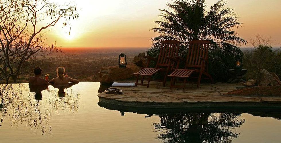 حمامات سباحة فاخرة مطلّة على السافاري الأفريقية