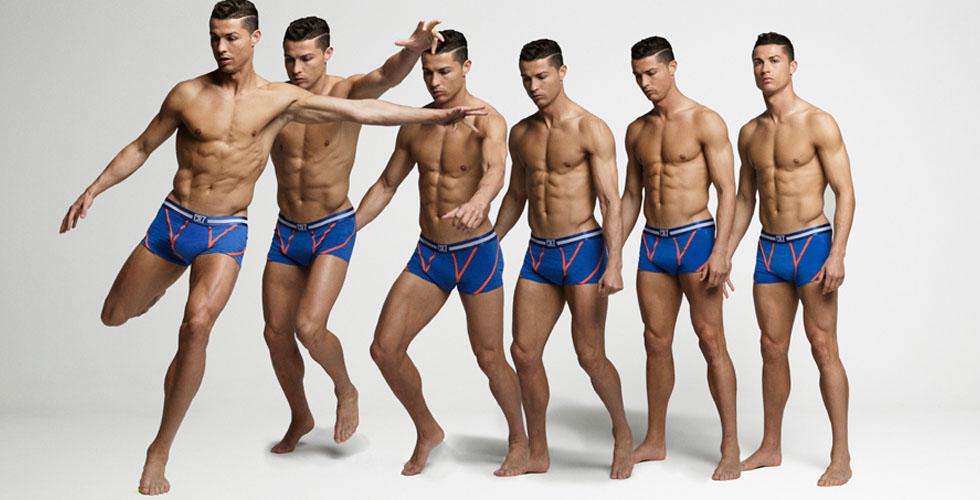 8858d246fc1a8 رونالدو يكشف عن مجموعة الملابس الداخلية الجديدة