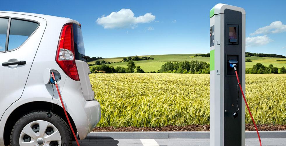 الى اي مدى توفّر السيّارة الكهربائيّة الأموال؟