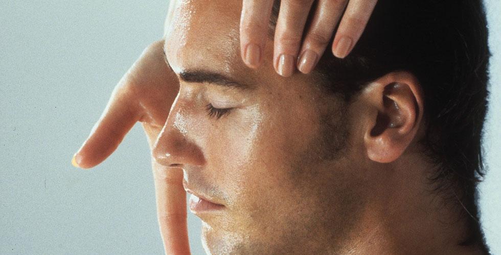 ٧ علاجات فاخرة لوجه الرجل