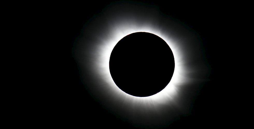 شاهدوا كسوف الشمس من أندونيسيا