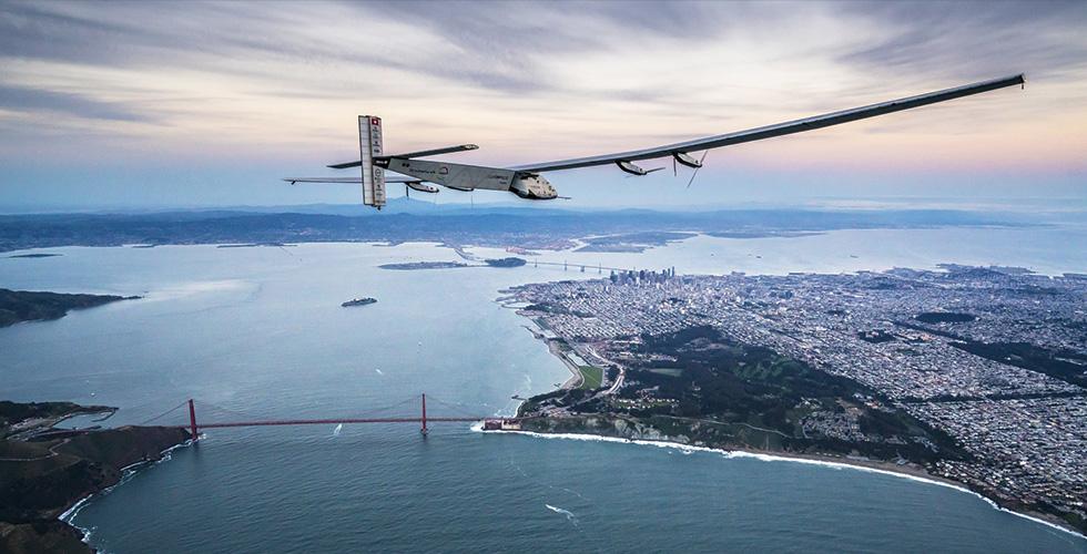 طائرة شمسية  حول الارض