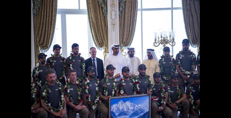 الفريق العسكري الاماراتي الاول في ايفرست