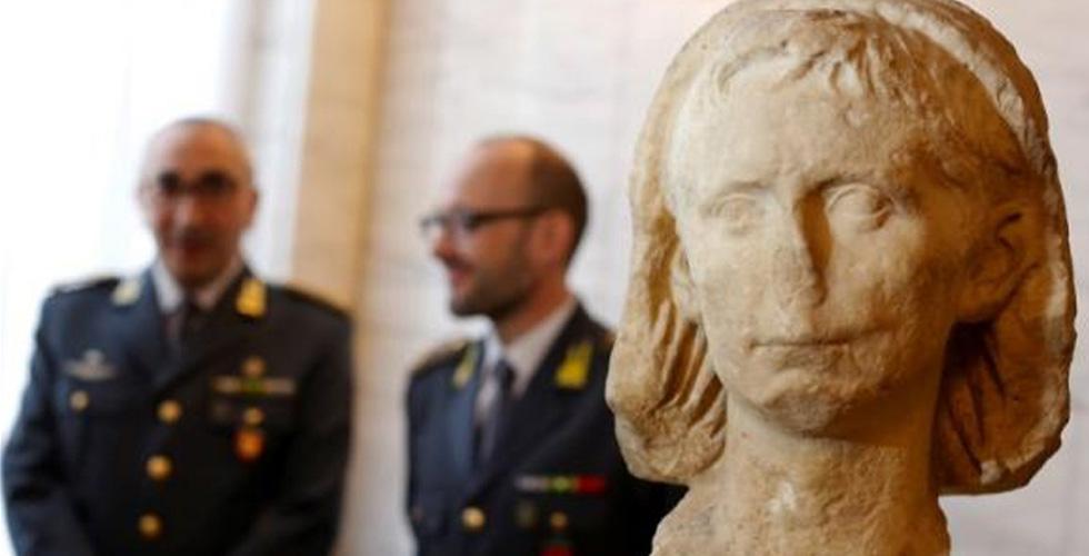 رأس أول امبراطور روماني