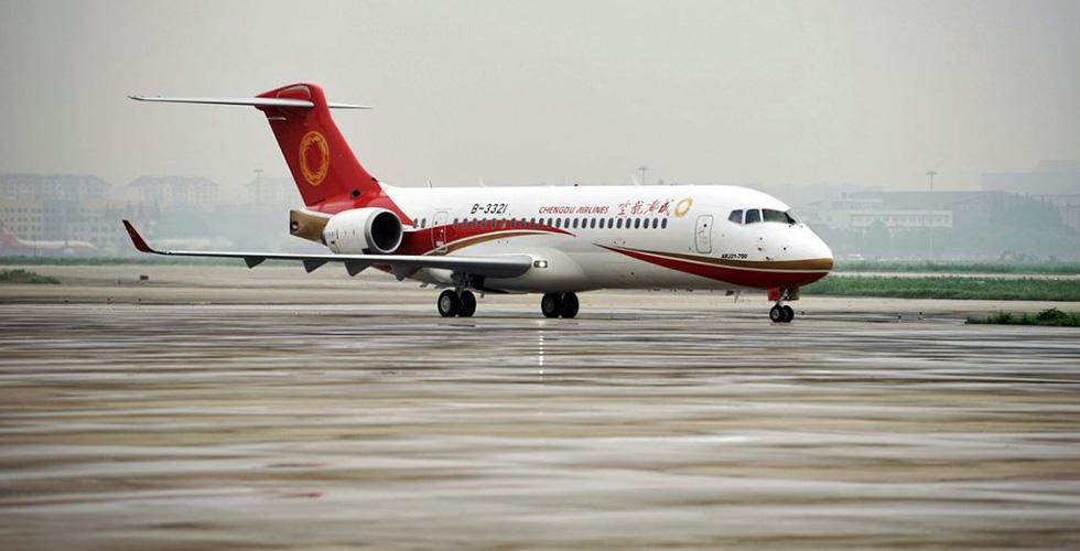 أول طائرة صينية في رحلة تجارية