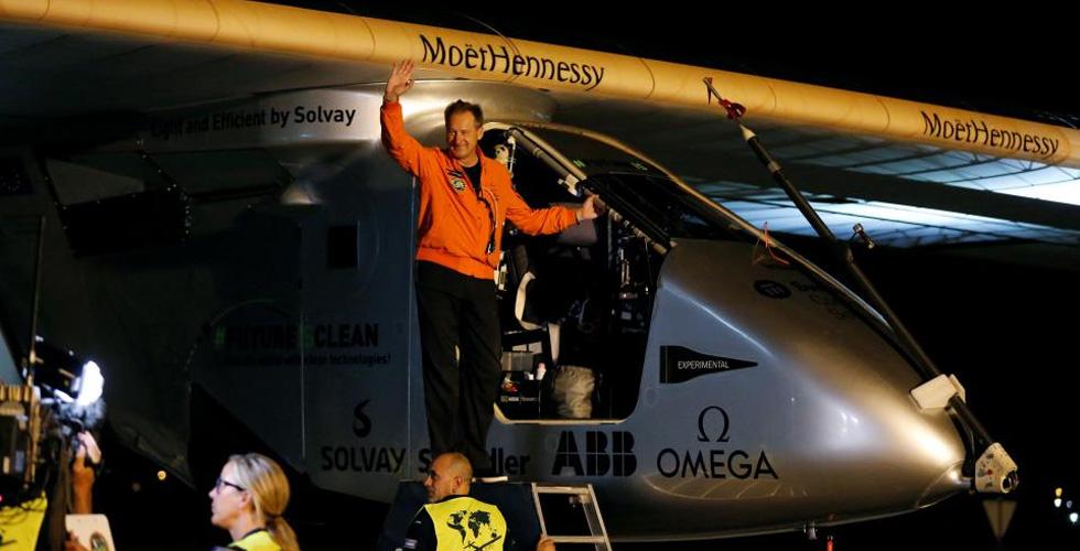 الطائرة الشمسية الى القاهرة در