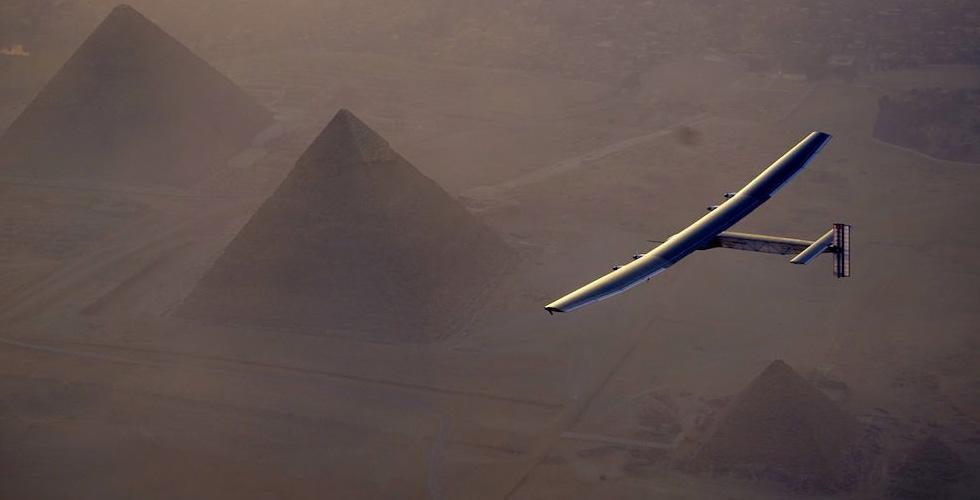 الطائرة الشمسية الى محطتها الاخيرة في أبوظبي