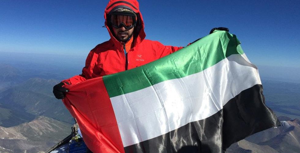 البهزاد يرفع علم الإمارات عالياً