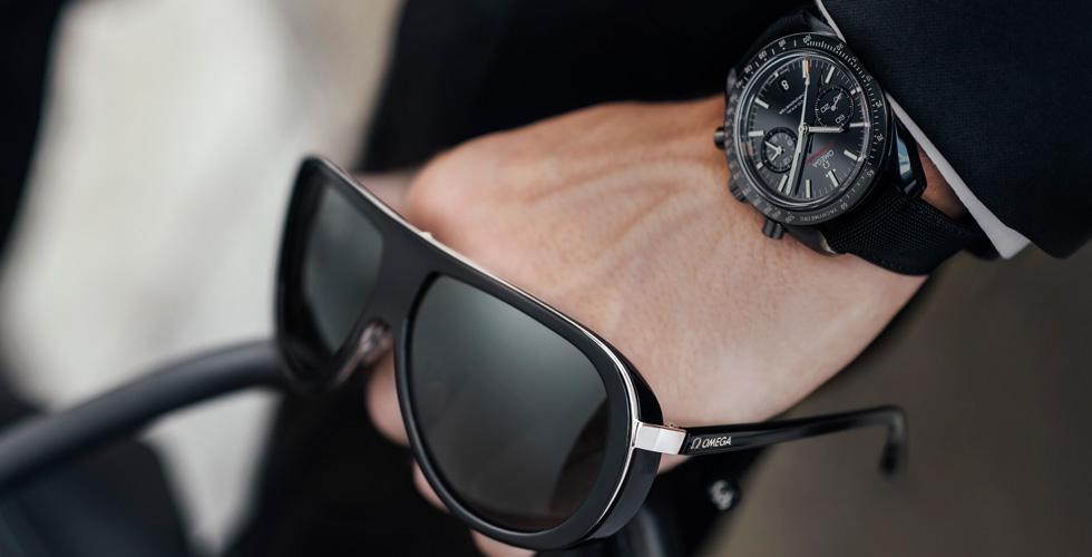 OMEGA وأول مجموعة نظارات