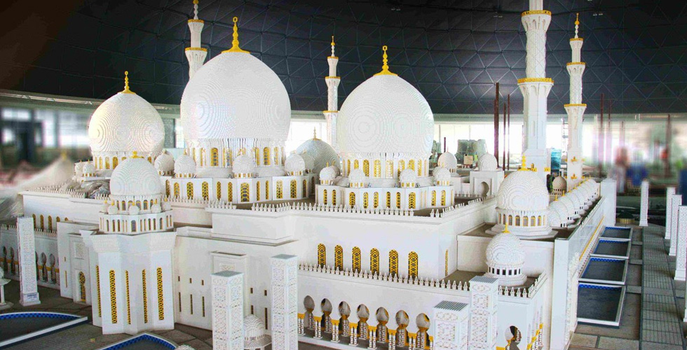 أوّل مجسّم لجامع الشّيخ زايد الكبير من اللّيغو