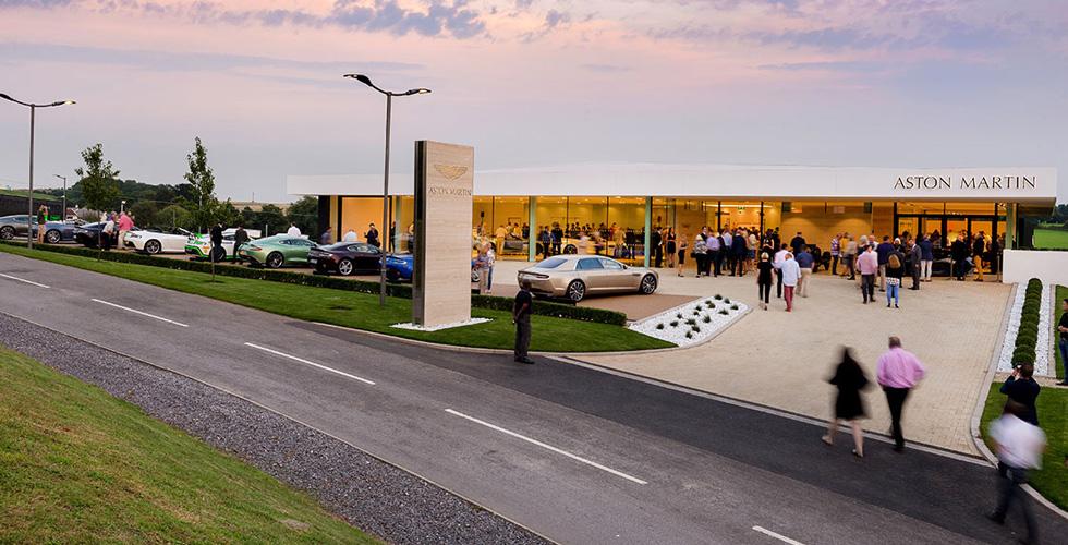 Aston Martin  وديك لوفيت في بريستول