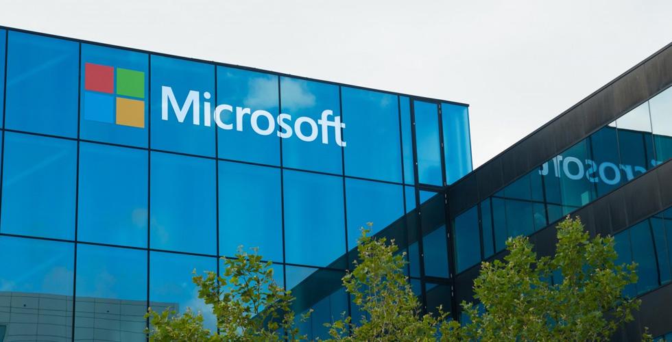 مايكروسوفت في منافسة شديدة مع سلاك