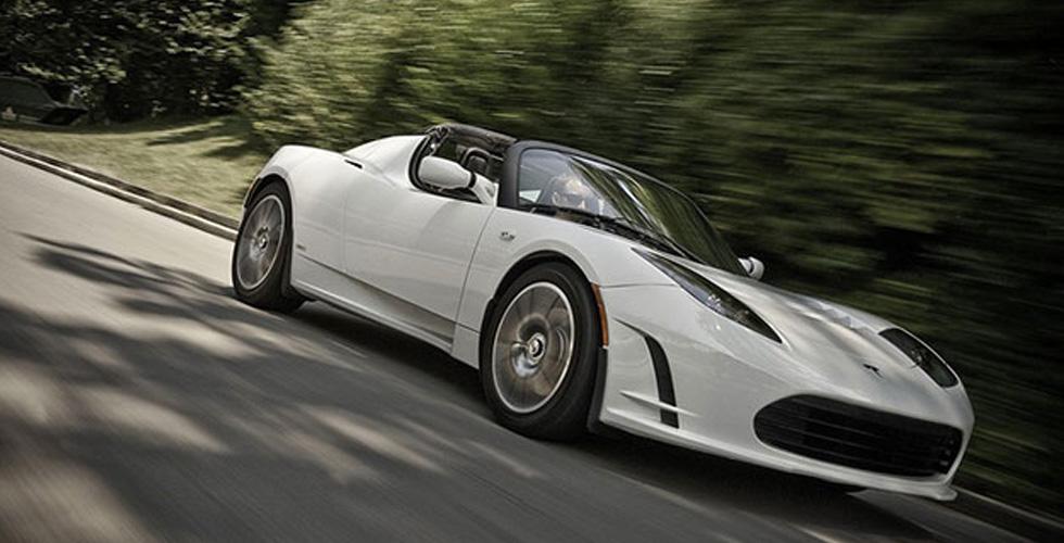 Roadster  من Tesla آتية