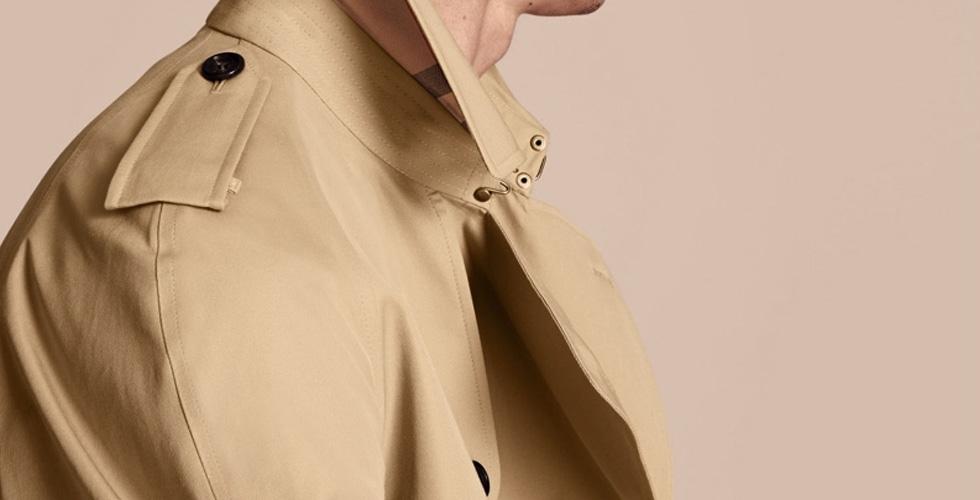 معطف Burberry الأيقوني