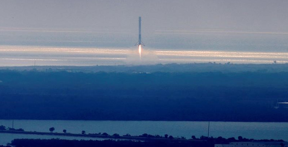 سبيس إكس والسعي السبّاق لارسال البشر الى الفضاء