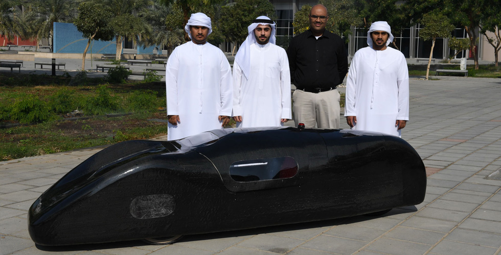 طلابٌ اماراتيون يصنعون سيارة بيئية