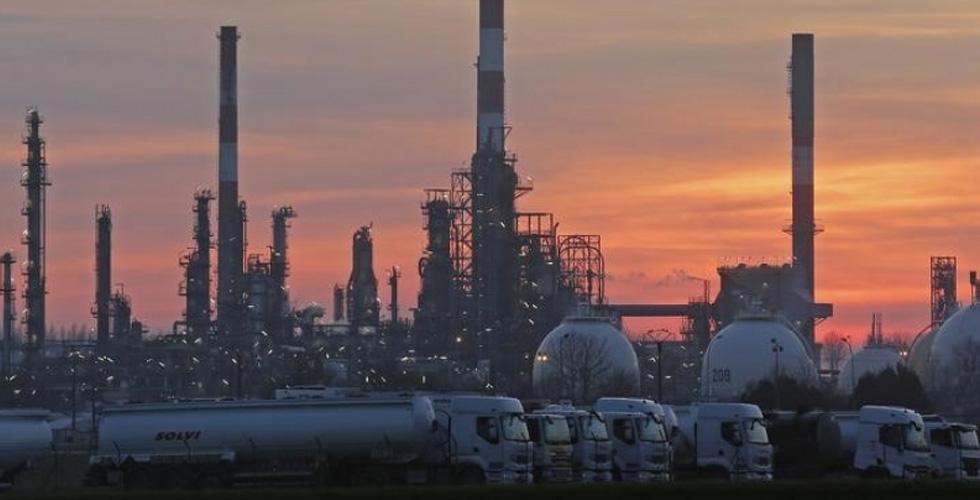 رأي السباق:هل يستمر النفط في الهبوط؟