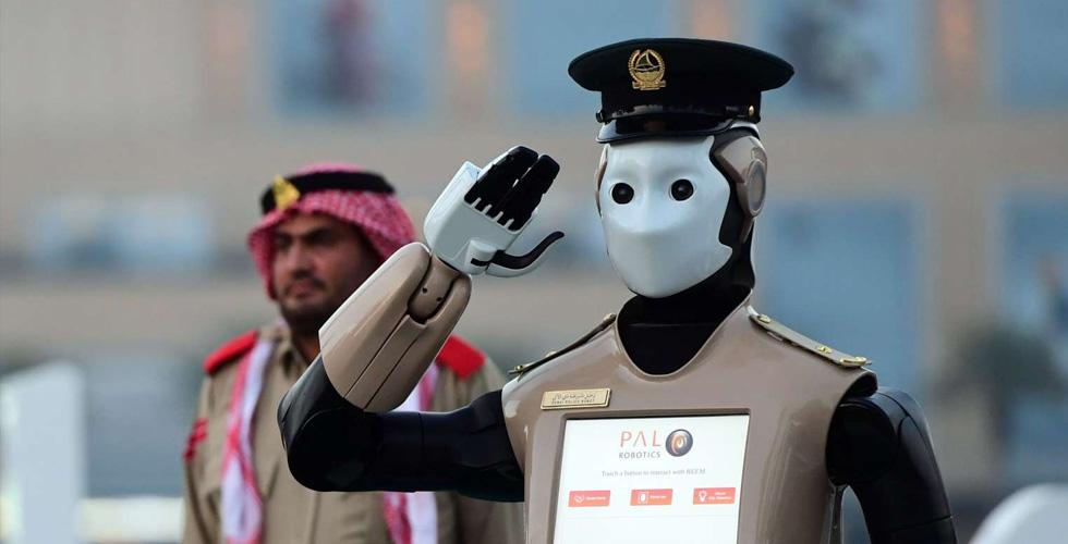 انسان آلي في شرطة دبي