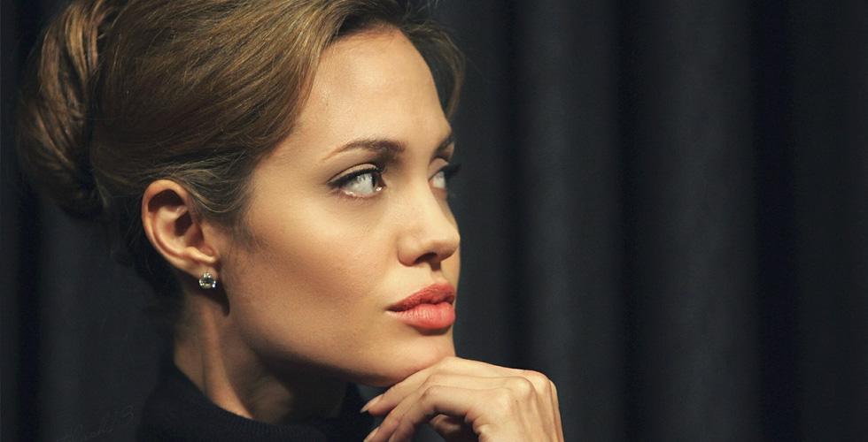 أنجلينا جولي تتفرّغ لشغل البيت