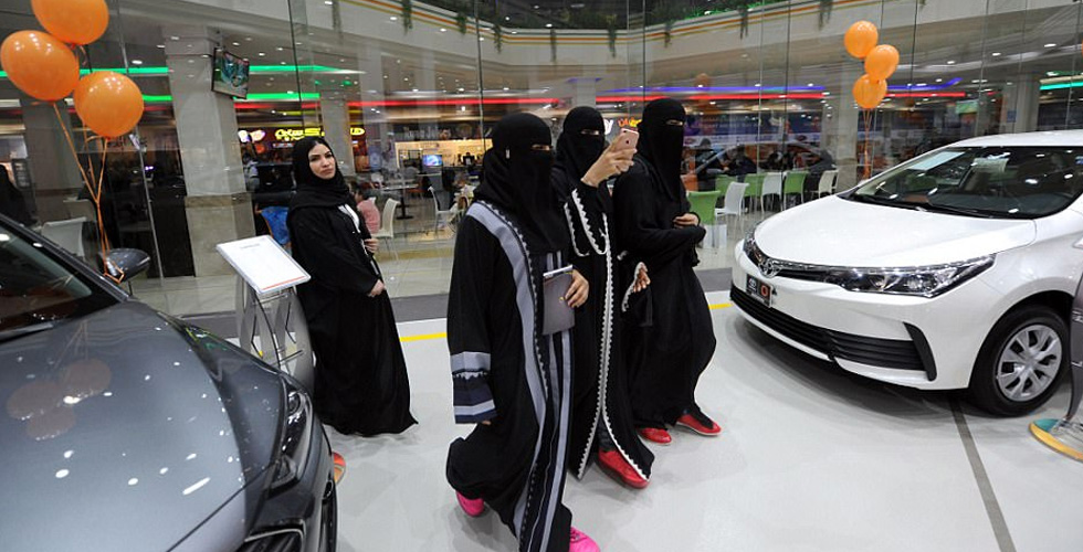 معرض للسيارات في جده للسعوديات فقط