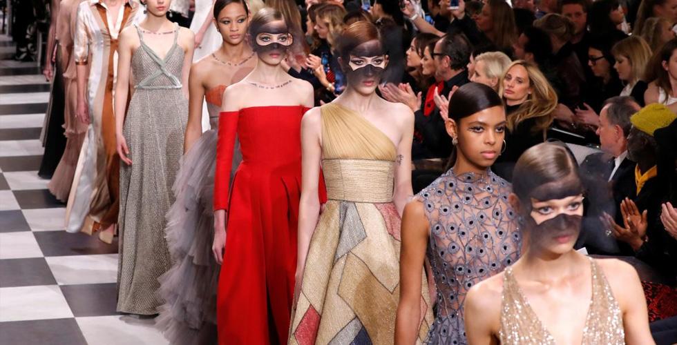 أسبوع الموضة في باريس بالأبيض والأسود