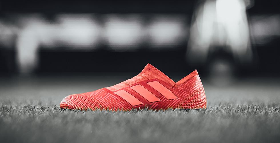 حذاء NEMEZIZ باللون الأحمر الجريء