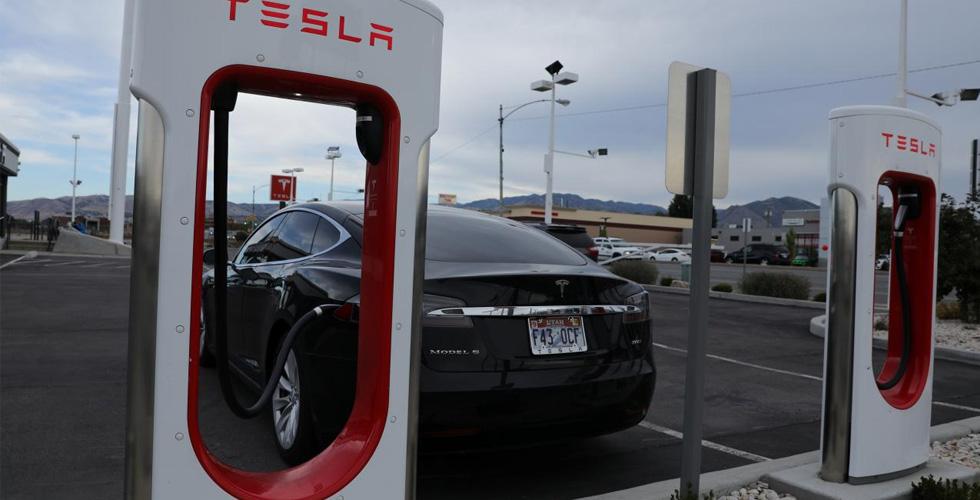 تسلا تزيد من إنتاج سياراتها الكهربائية
