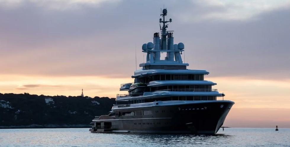 يخت دبي وطلاق الملياردير الروسي فرهاد أحمدوف