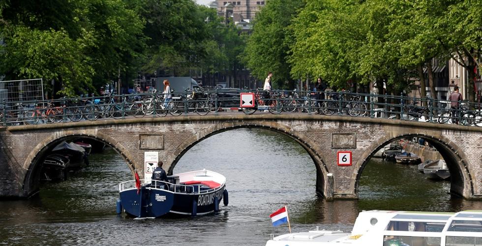 انتبه انتَ كسائح غير مرغوب فيك في أمستردام