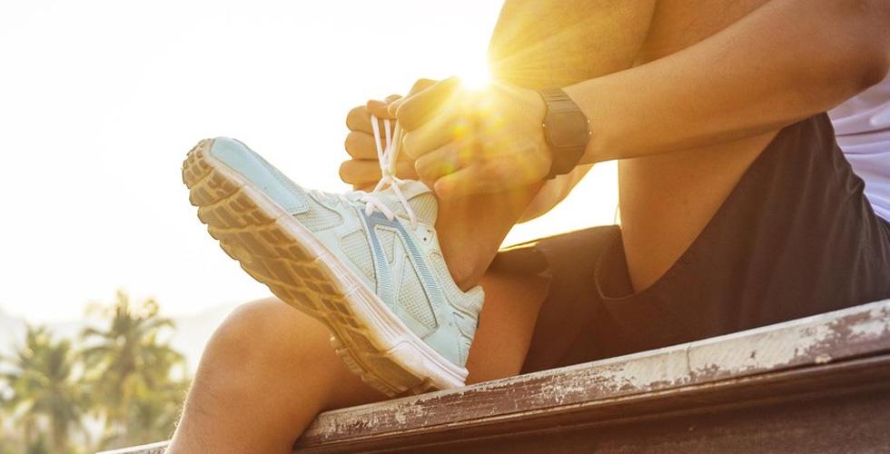 كيف يبقى الفرد بصحته أثناء السفر؟