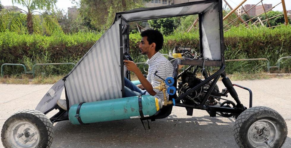 طلاب مصريون يبتكرون سيارة تسير بقوة الهواء