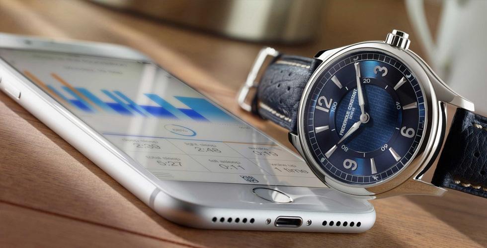 ساعة تدمج التكنولوجيا بالعراقة