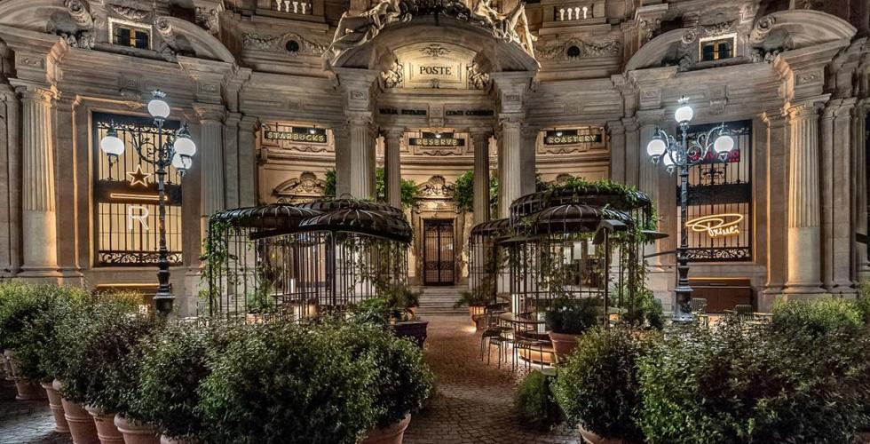 اليكم تقنية تحميص البن في مقهى ستاربكس في ميلانو