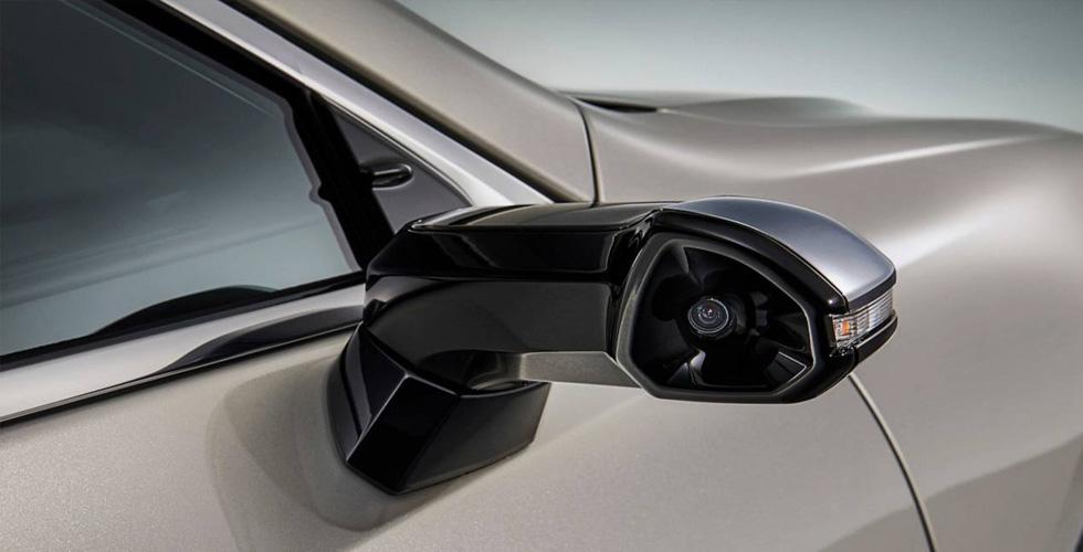 سيّارة لكزس اي اس بكاميرات بدلًا من المرايا