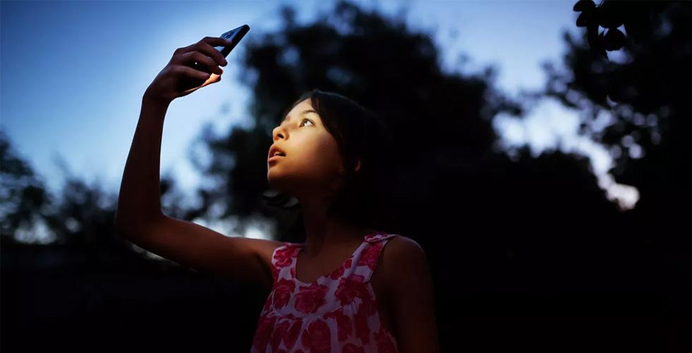 شاشات الأجهزة وتأثيراتها على الأولاد