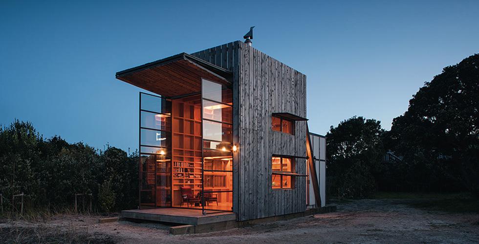 منزل جميل يتحرّك على هواك على رمال الشاطئ