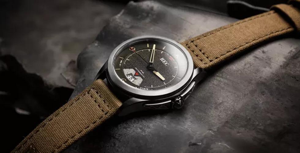 ارتداء ساعة من الحرب العالمية الثانية
