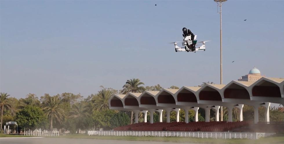 مزيج بين طائرة ودرّاجة Star Wars في شرطة دبي