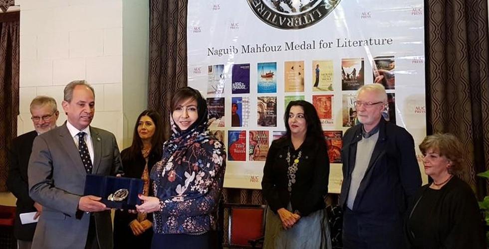 السعودية أميمة الخميس تنال جائزة نجيب محفوظ