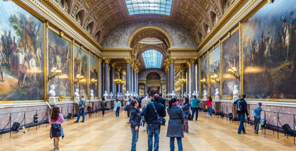 متحف اللّوفر في باريس لك