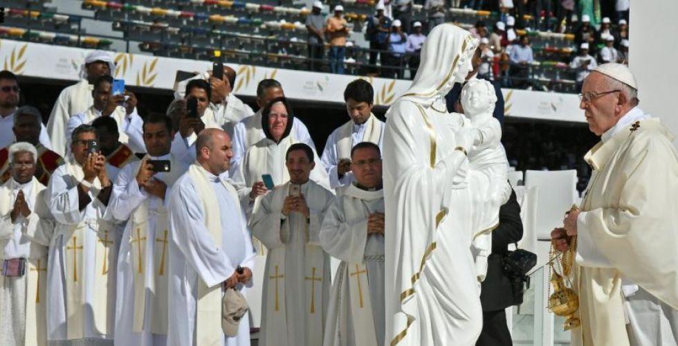 البابا يختم القداس بالتعبير عن سروره بوجوده في دار زايد