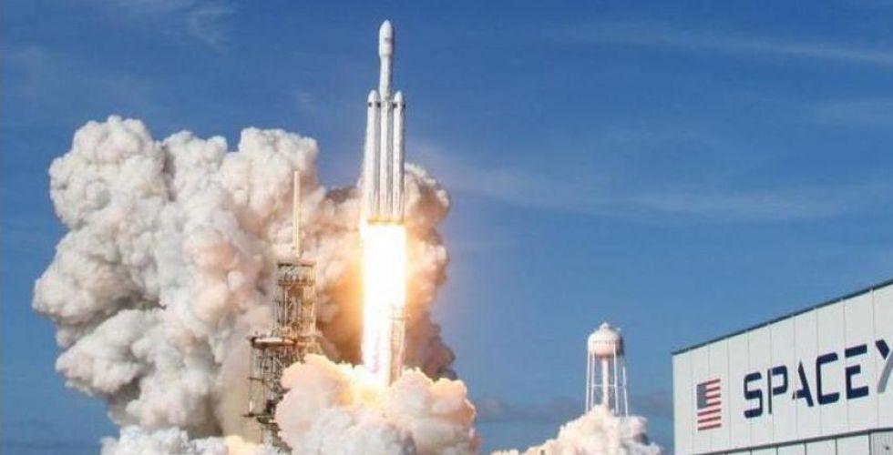سبيس إكس تطلق أقوى صاروخ فضائي لهدف تجاري