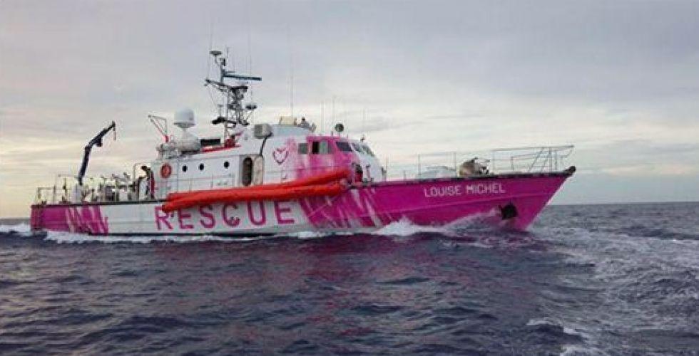 بانكسي وقاربٌ لإنقاذ اللاجئين
