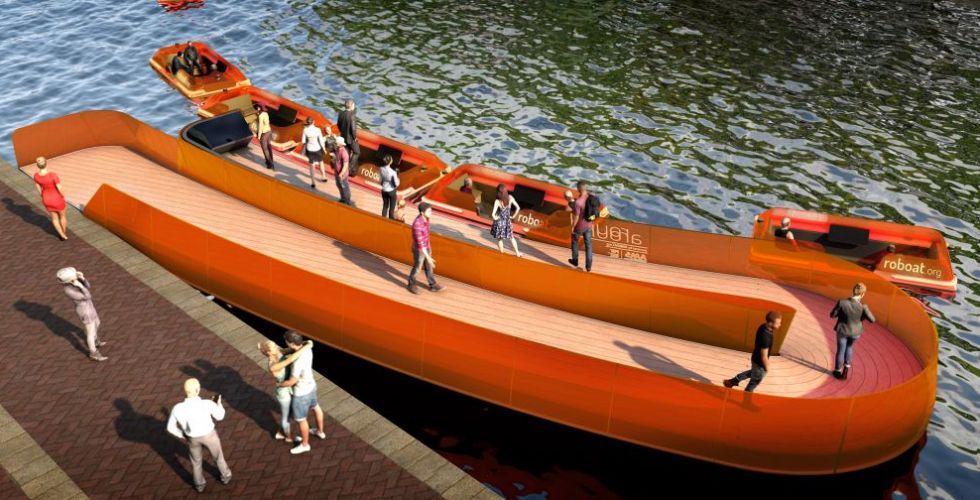 جسر مؤلّف من قوارب فرديّة الحكم في أمستردام