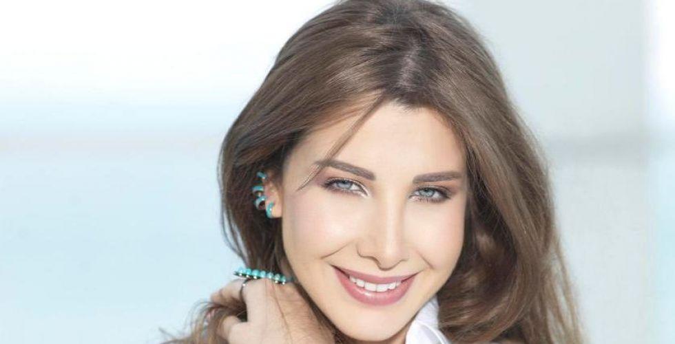 عالم نانسي في الامارات للتواصل بينها وبين الجمهور