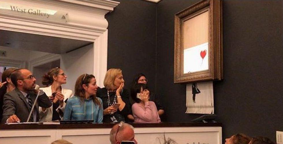 اكتشف آلية التمزيق الذاتي للوحة بانكسي فور بيعها