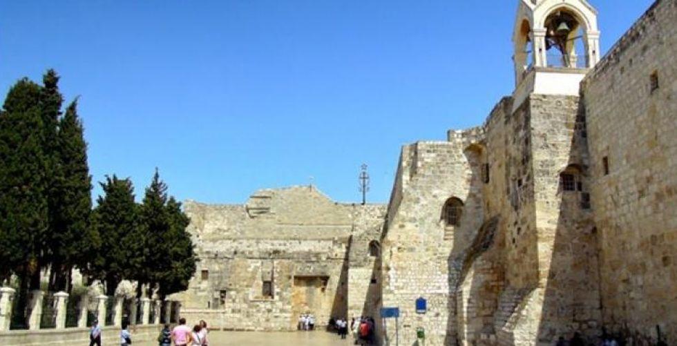الفلسطينيون ينقذون مهد عيسى في بيت لحم من الخطر