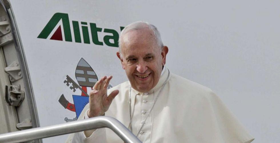 قداسة البابا للصحافيين في الطائرة: المطر في الامارات علامة خير